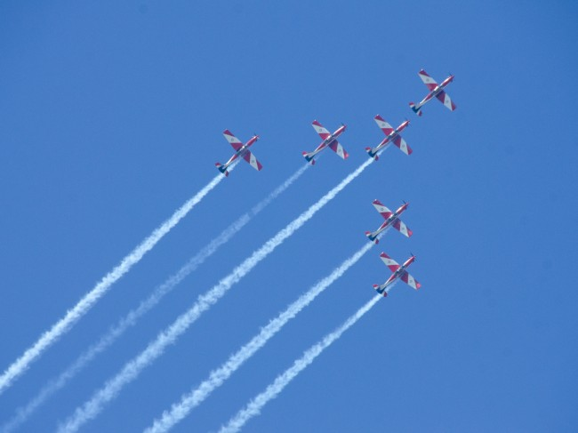 royal-australian-air-force-roulettes_2