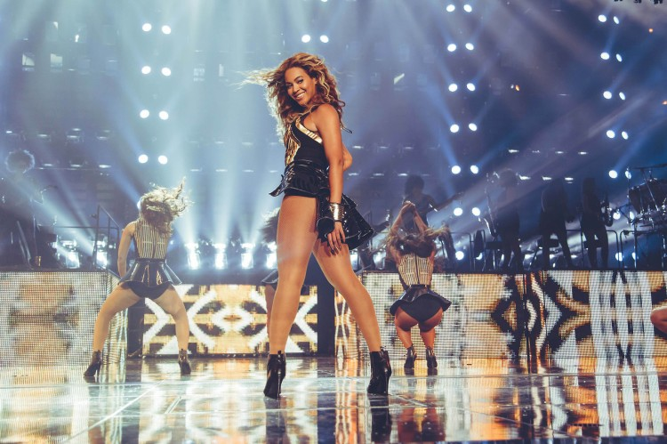 beyonce-mrs-carter-tour-1