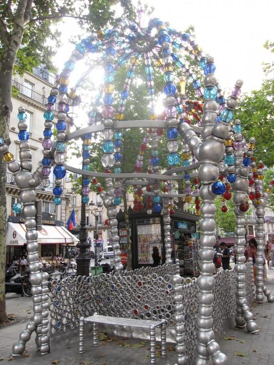 metro-palais-royal-musee-louvres-othoniel