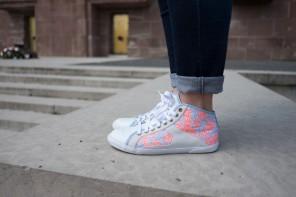 Folie des ventes privées et jolies sneakers à petites fleurs