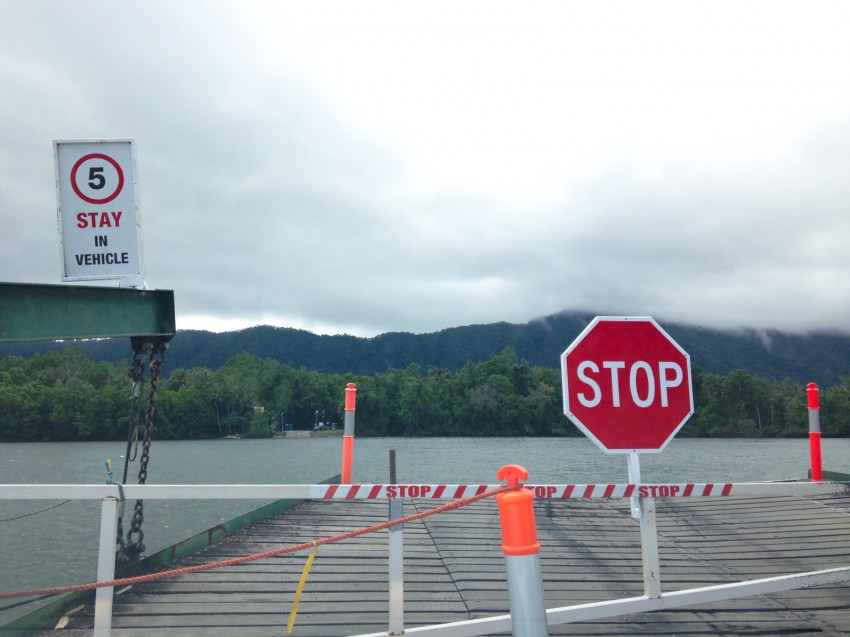 australie-queensland- daintree-cable-ferry-1