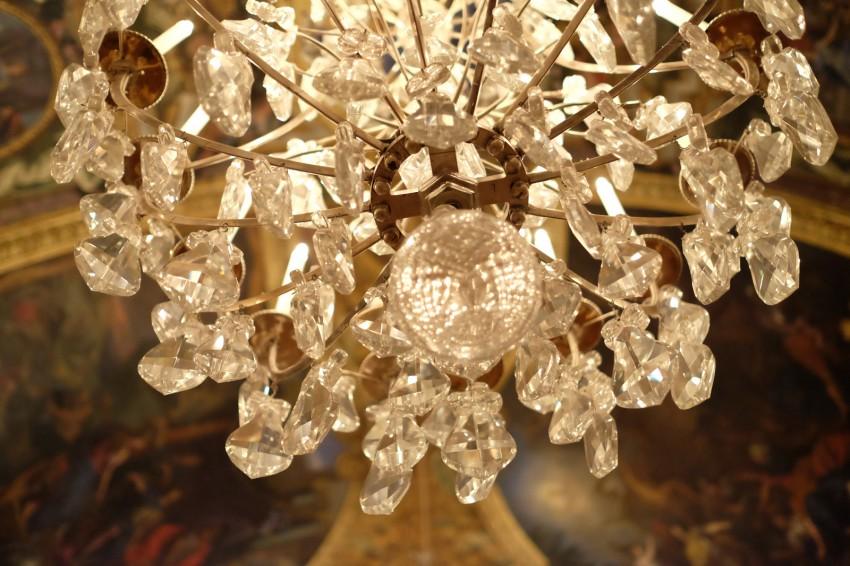 chateau-versailles-galeries-glaces-lustre