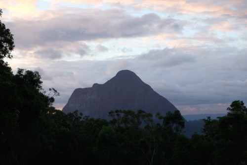 australie-queensland-glass-house-mountains-mount-beerwah