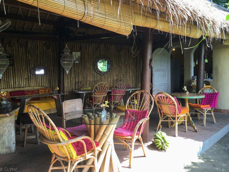 bali-ubud-yellow-flower-cafe